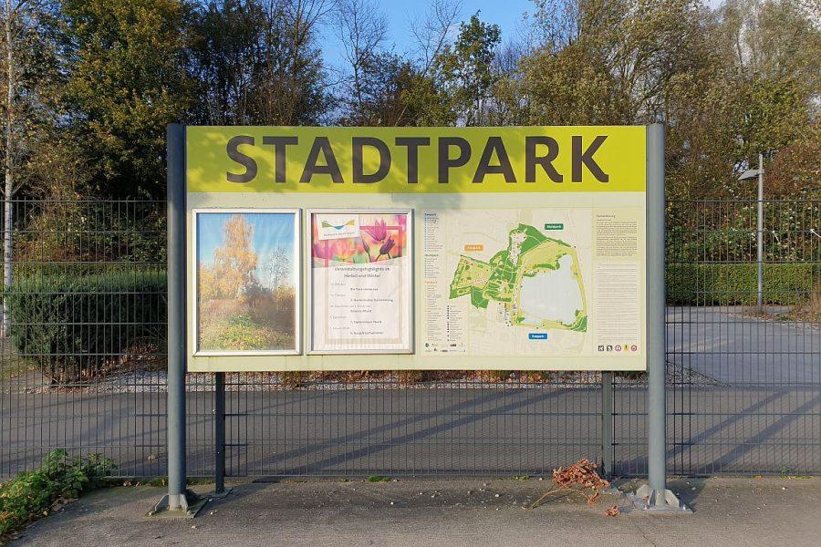 Schild am Eingang des Norderstedter Stadtparks 2019