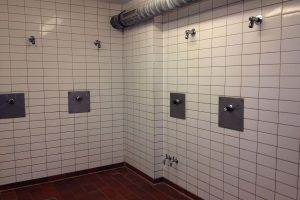 Lehrschwimmbecken Friedrichsgabe: Neuer Duschraum darf nicht benutzt werden.